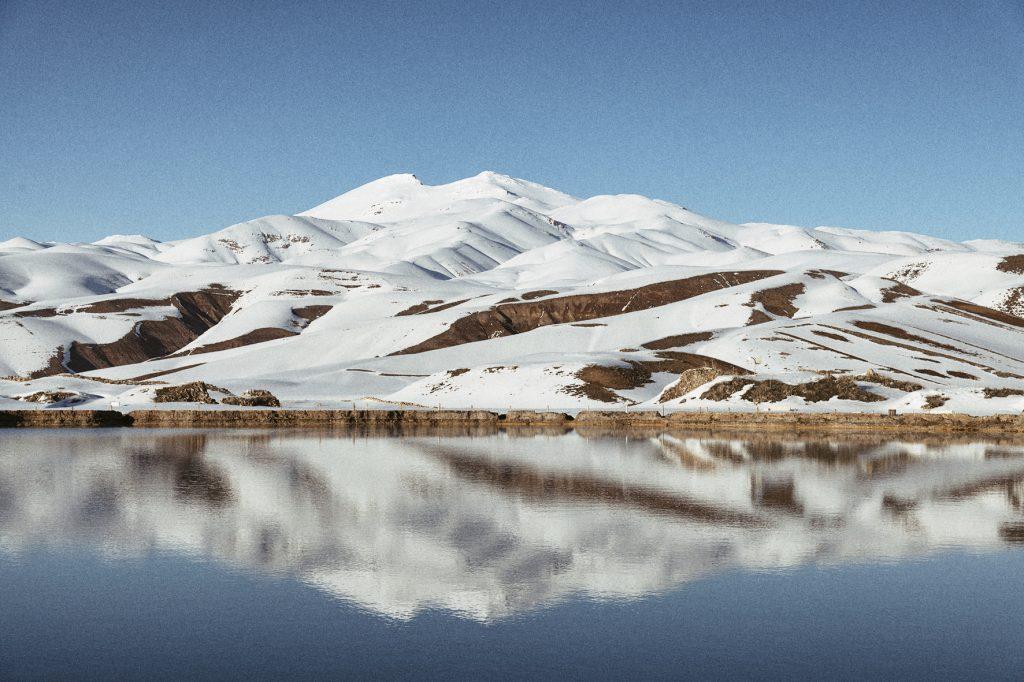 on-the-road-magdalena-menzinger-iran-takht-e-soleyman